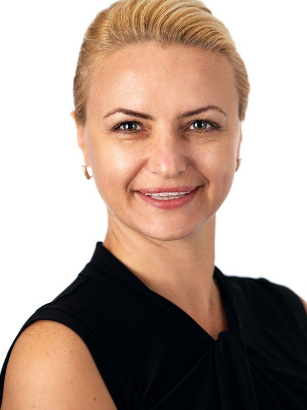 Headshot of Instructor Viktoria Kaviazina